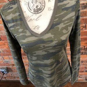 Ultra flirt v neck medium camo long sleeve top
